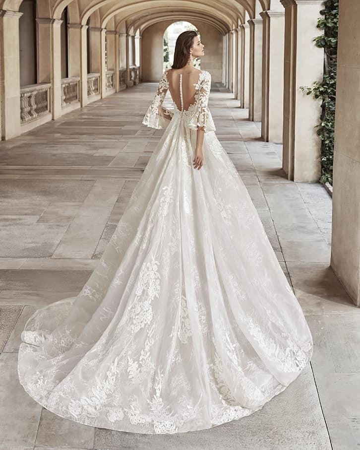 Rochie de mireasă stil prințesă, din tul și dantelă, cu mâneci evazate